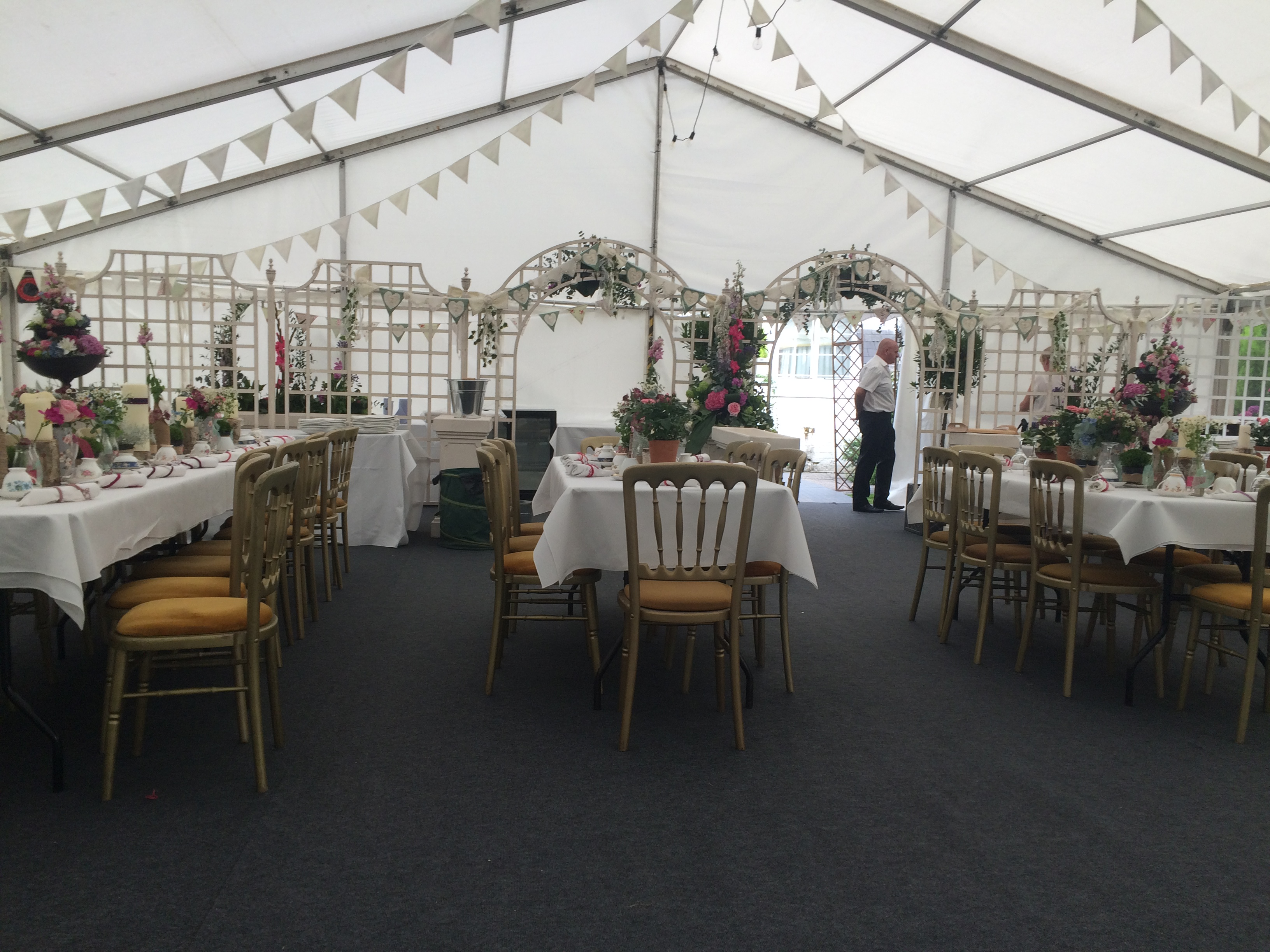 marquee-wedding-with-no-interior-lining